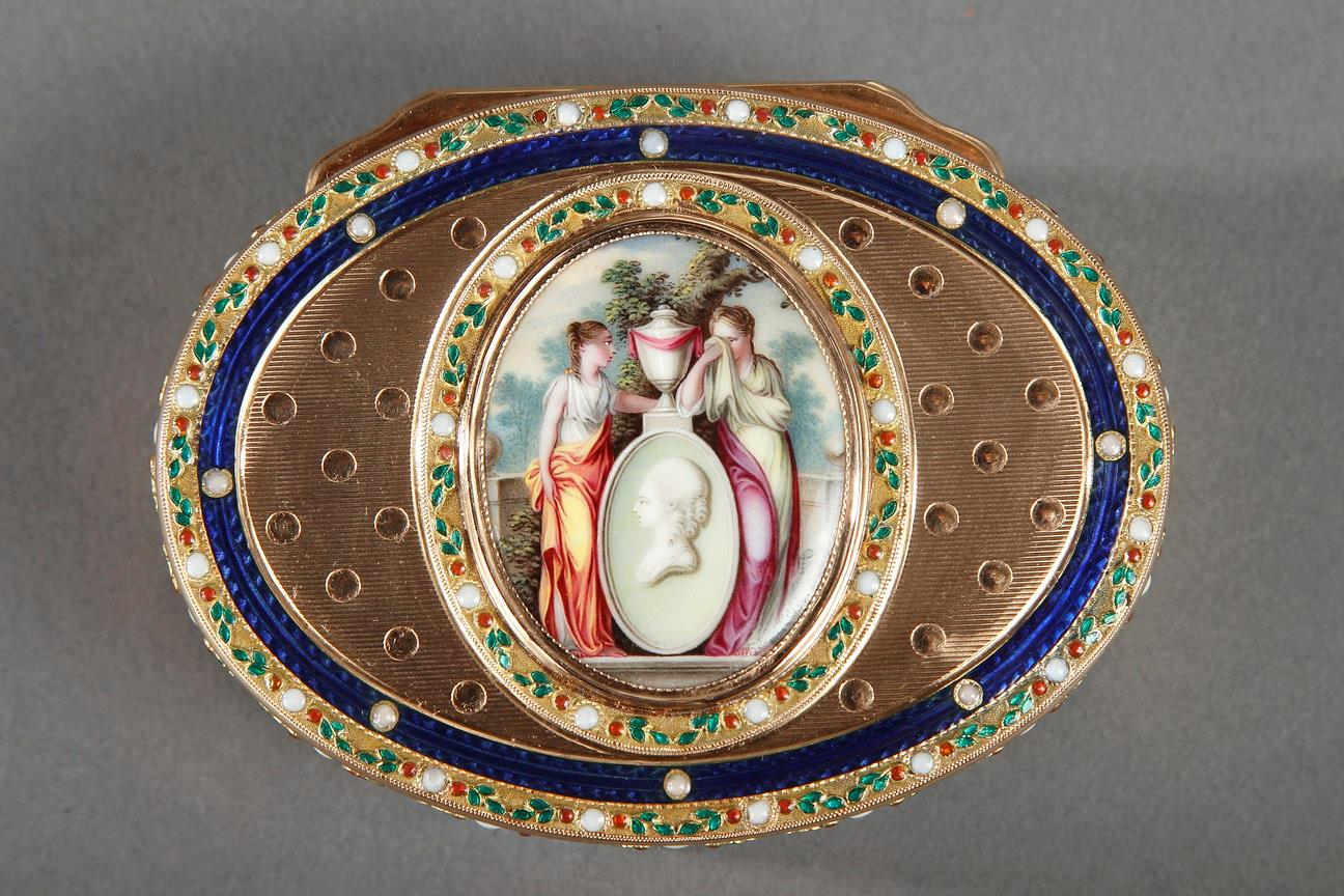 GOLD AND ENAMEL SNUFF BOX.<br/>