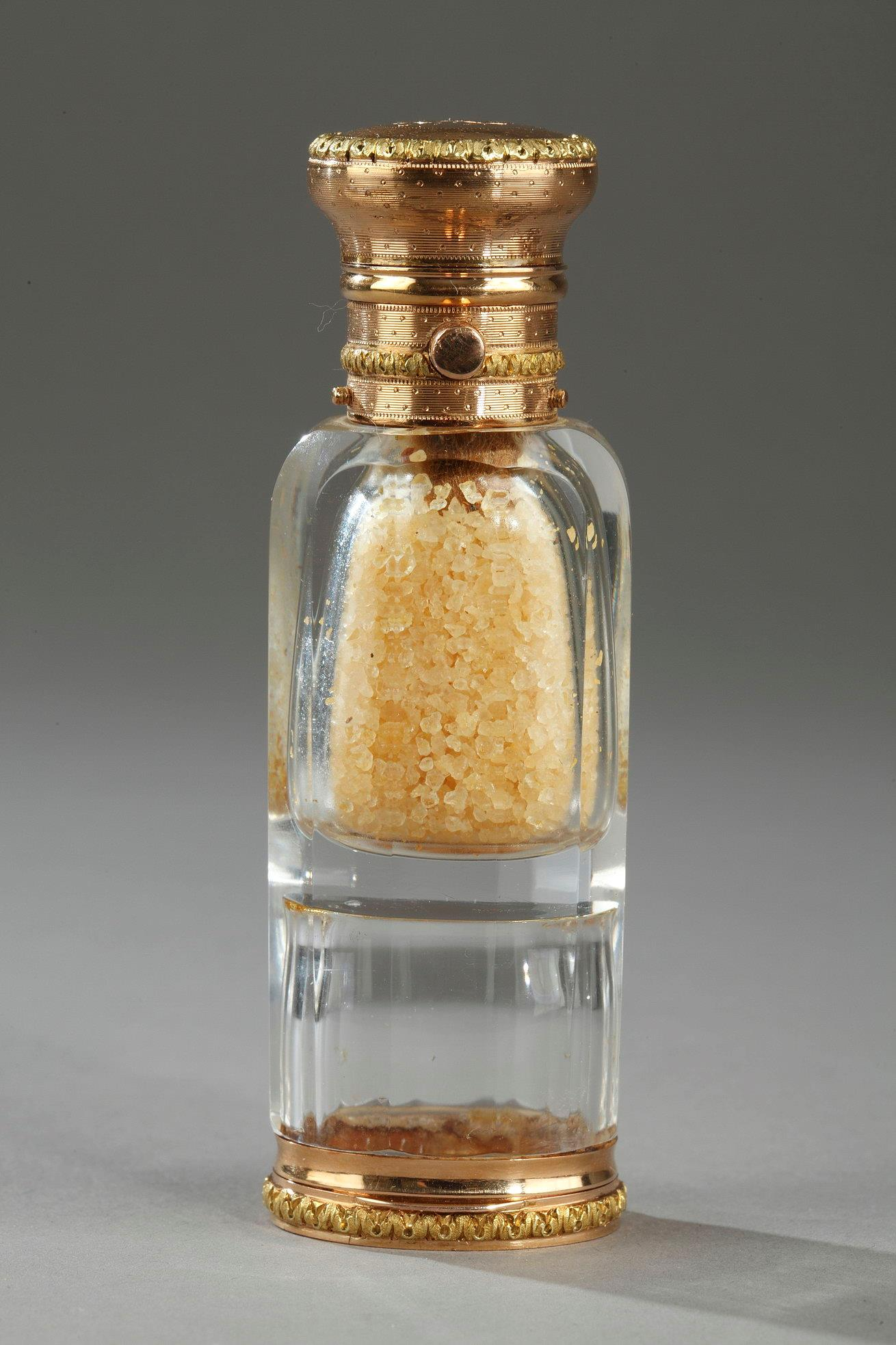 An Victorian gold double-ended crystal scent bottle.