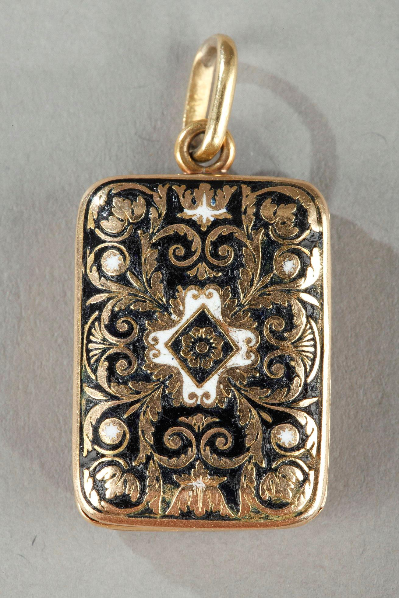 Enameled gold vinaigrette.  Early 19th century. Circa 1820-1830.