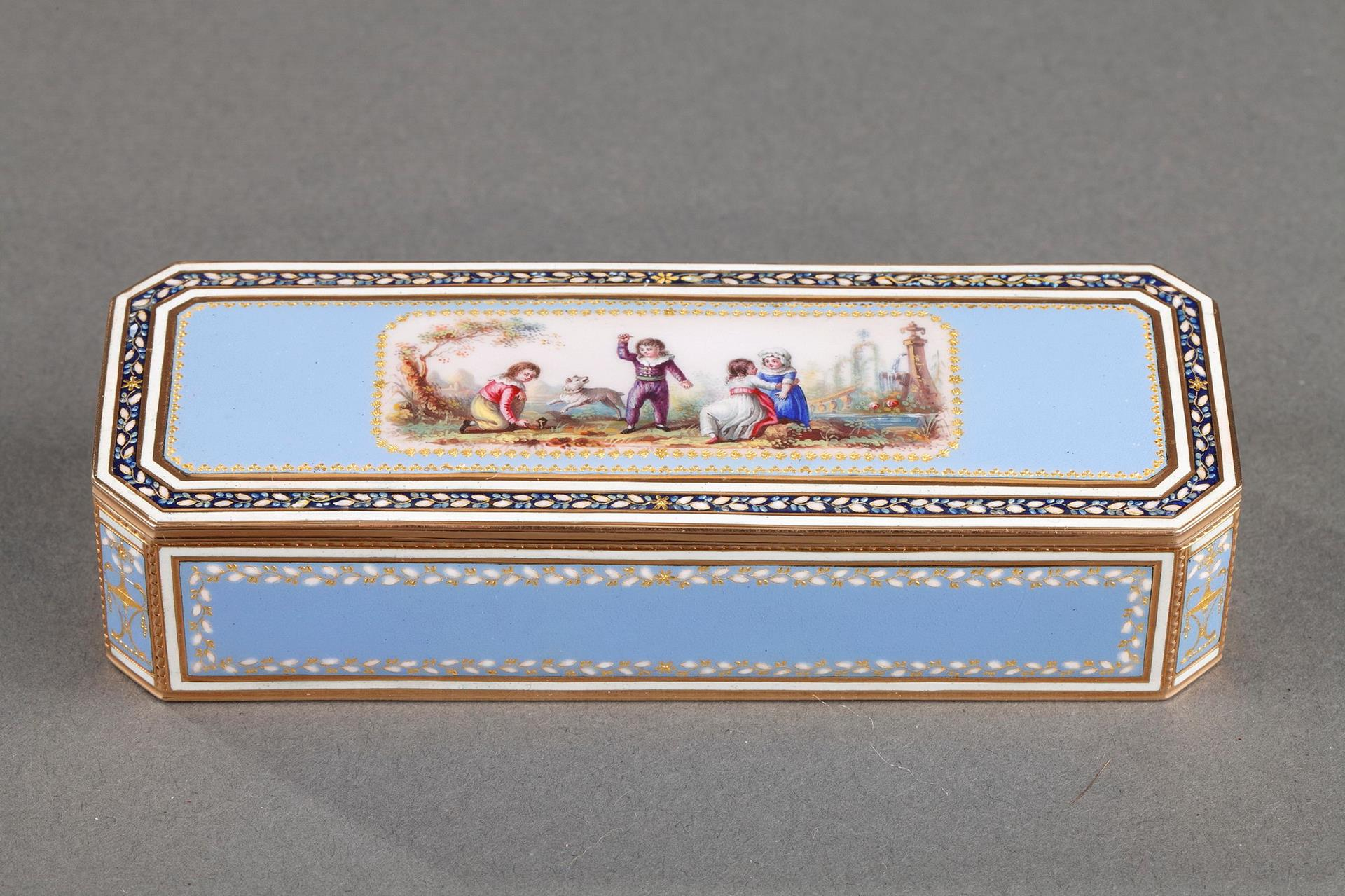 GOLD AND SKY BLUE ENAMEL SNUFFBOX.<br/> EARLY 19TH CENTURY SWISS CRAFTSMANSHIP.