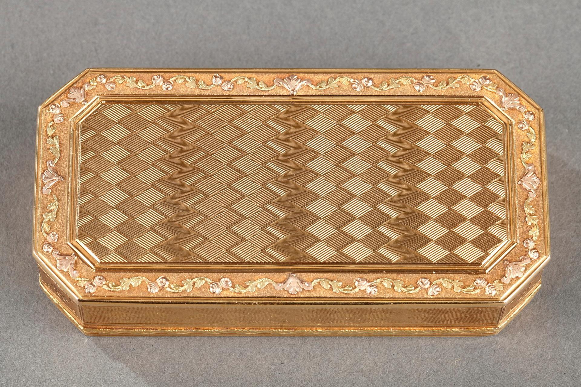 Gold Snuff box. Late 18th century.