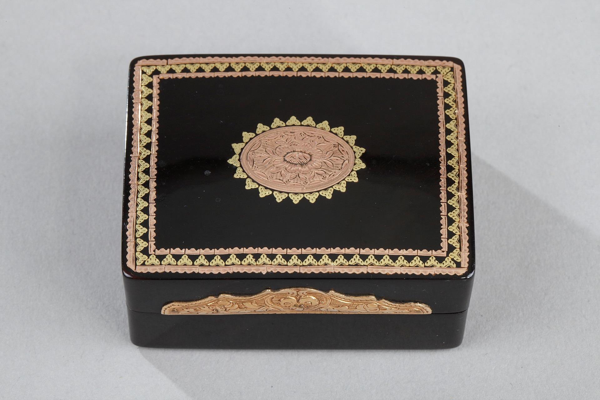 TORTOISESHELL AND GOLD TOILETRIES BOX.<br/> Louis XVI PERIOD.