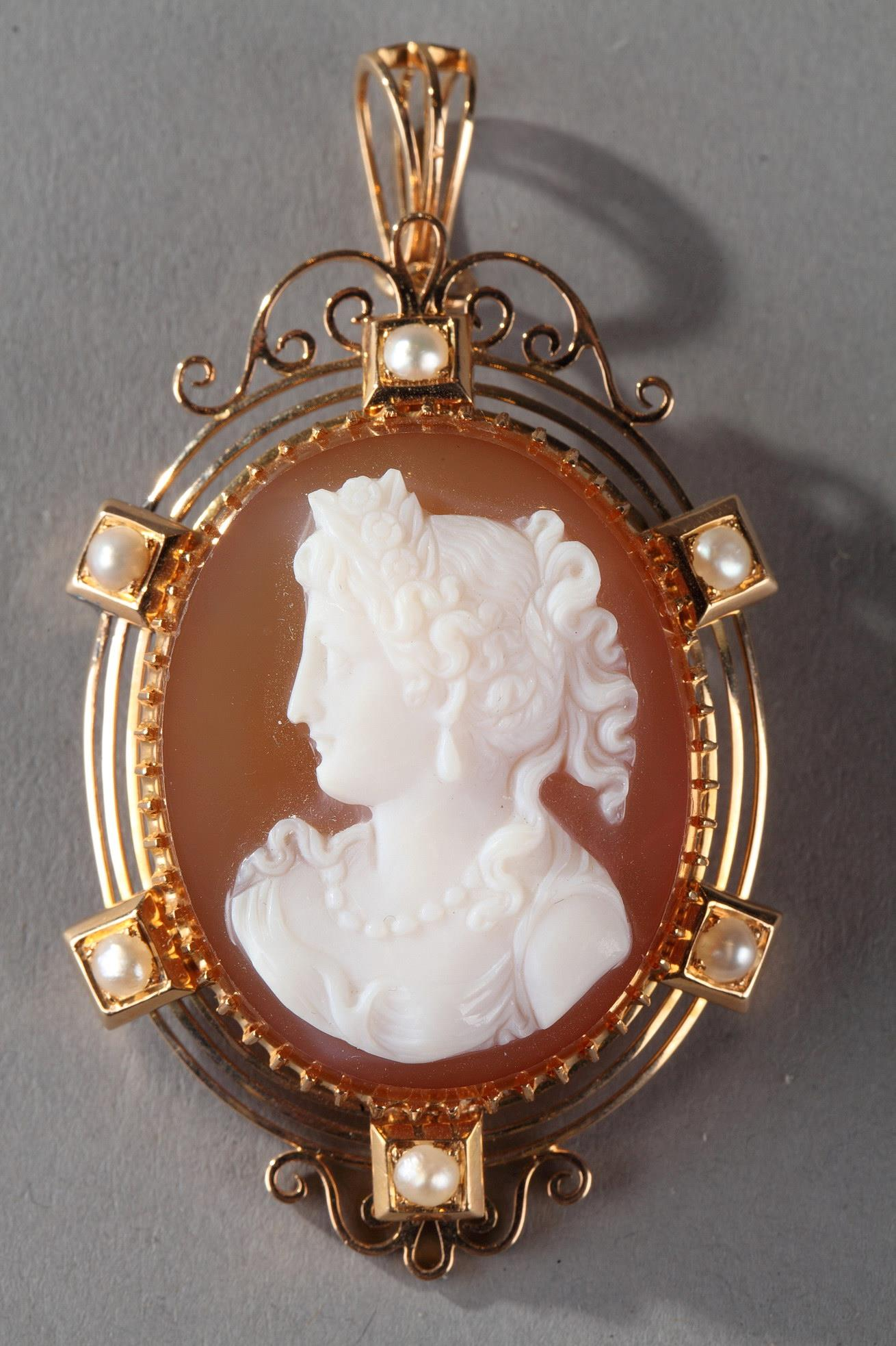 19TH CENTURY GOLD Brooch -PENDANT WITH pink AGATE CAMEO.