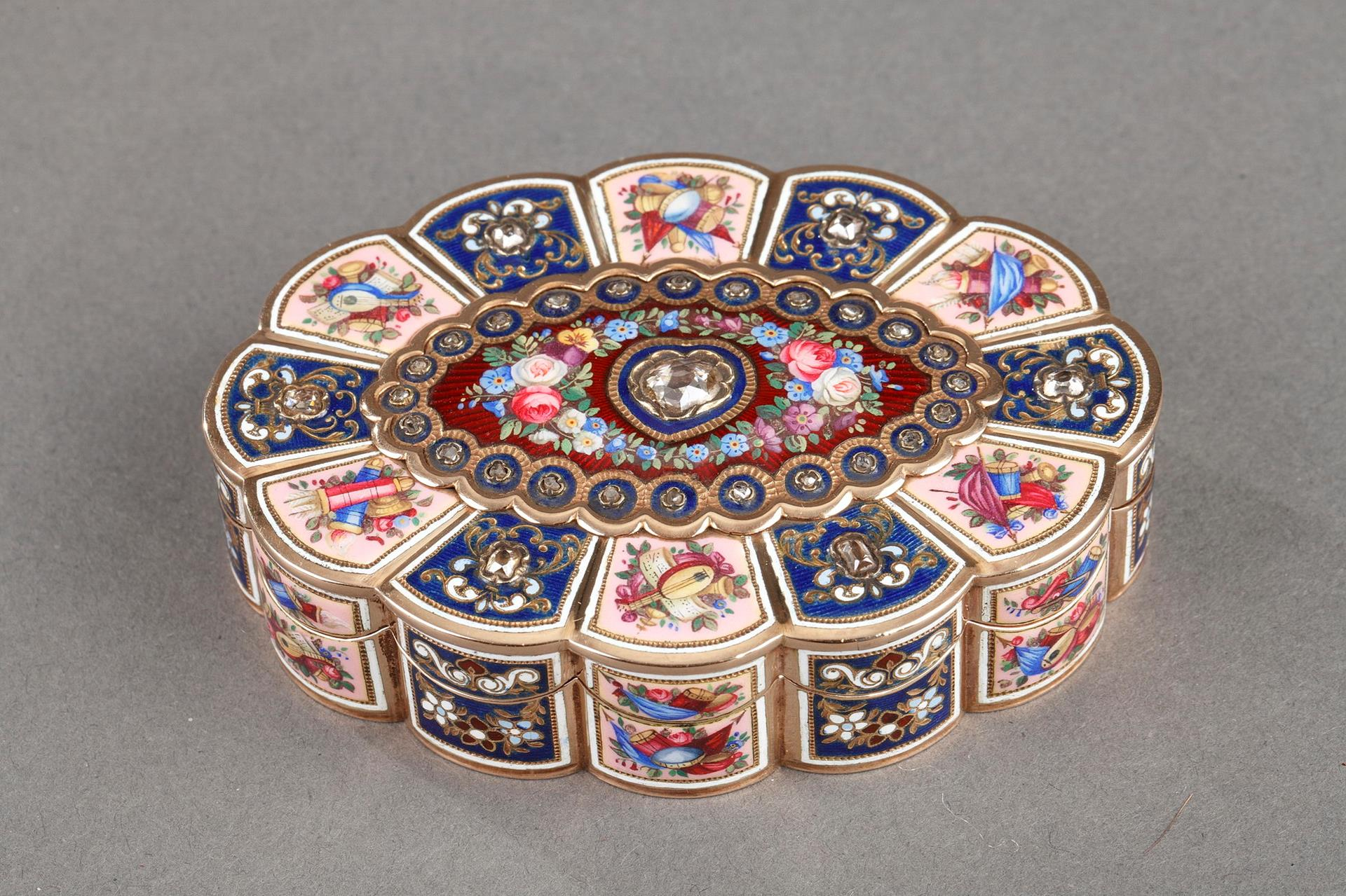 Enameled Gold Snuff Box with Diamonds.<br>Early 19th Century Swiss Work