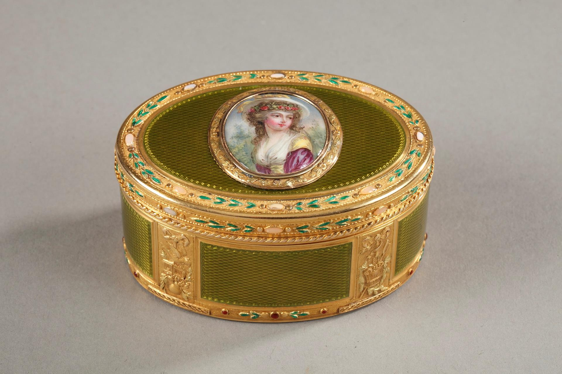 Gold and enamel snuff box. 18th century.