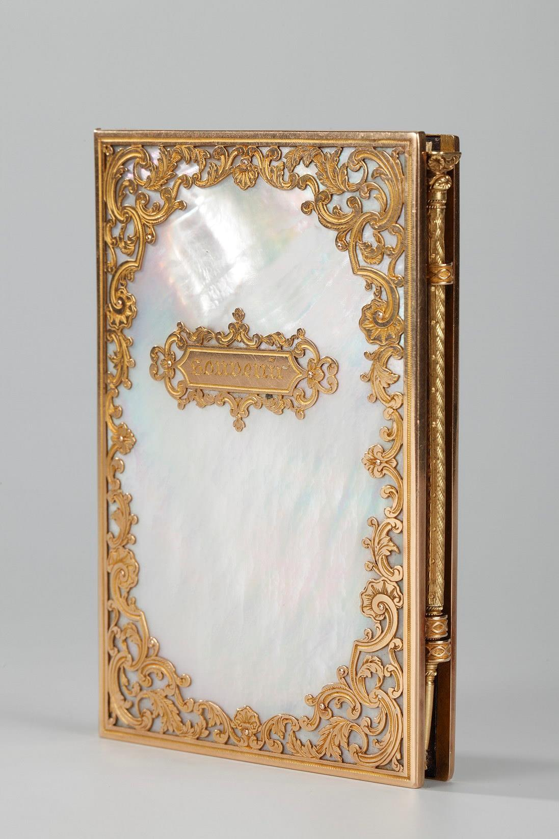 Charles X dance card in mother-of-pearl and gold. Restauration period.