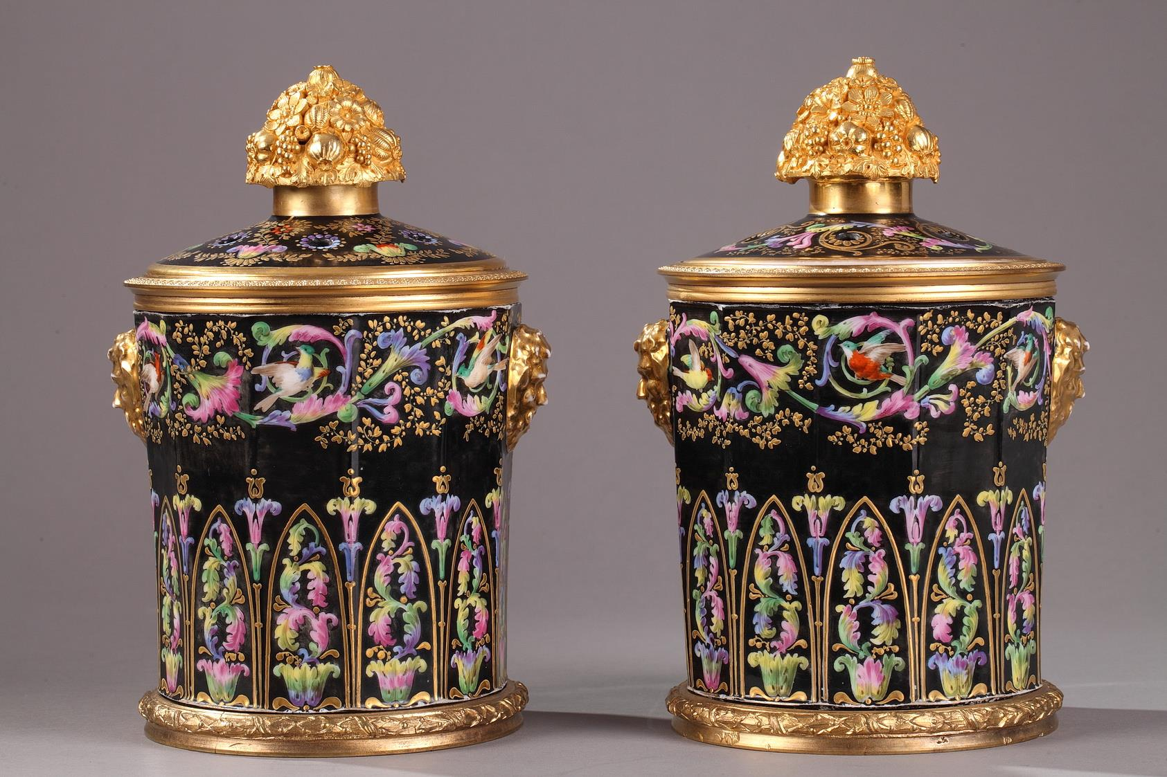 PAIR OF VASES IN PORCELAIN AND GILT BRONZE. <br/ Restauration period.