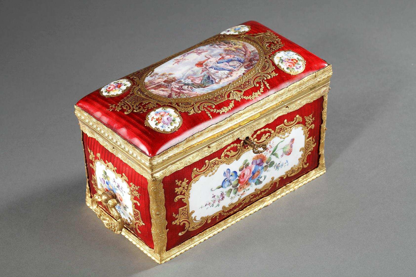 RED ENAMELED KEEPSAKE BOX.<br/> second part of the 19th.